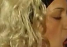 Imagen Caballo recibe la mamada de una milf