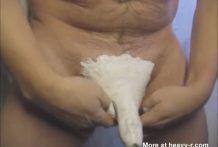 Se pinta la polla de blanco para agradar
