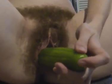 Masturbación melenuda con verduras