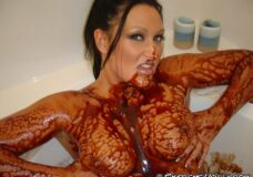Imagen Zorra dándose un baño extremo de chocolate