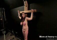 Imagen Chica crucificada y tetas torturadas brutalmente