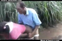 El dueño de un campo se folla a la empleada