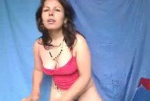 Madura en la webcam follando con un perro