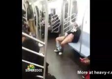 Imagen Mujer se masturba dentro del metro de Nueva York