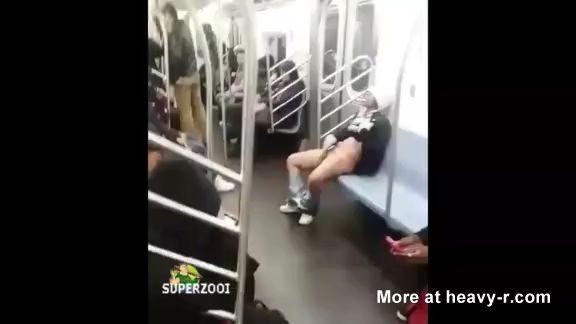 Mujer se masturba dentro del metro de Nueva York