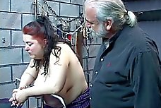 Imagen Gorda abusada sexualmente en las mazmorras