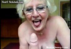Imagen Anciana es feliz con una polla en la boca