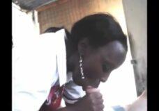 Imagen Africana masajeando una polla blanca
