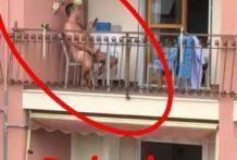 Guiri pillado haciendose una paja en el balcón