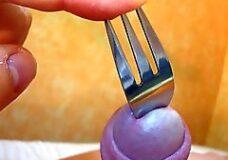 Imagen Se penetra un tenedor por la polla
