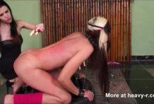 lesbiana sufre en su cuerpo la cera caliente miniatura