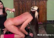 Imagen Lesbiana sufre en su cuerpo la cera caliente
