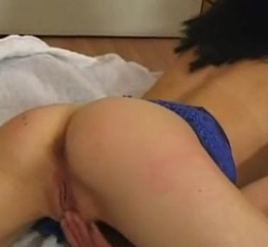 Chica guapa hace videos porno de zoofilia por dinero