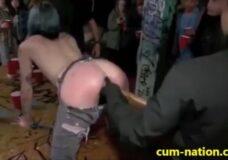 Imagen Emo hace sexo en público en un bar