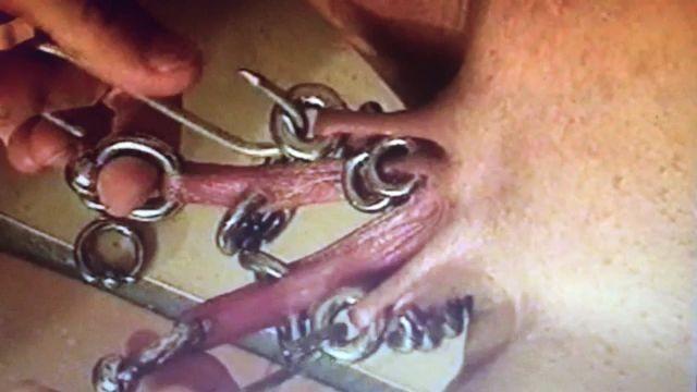 Demasiados piercings en el coño