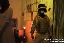 Soldados visitan una casa de putas en Afganistán