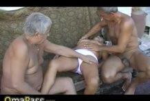 Dos viejos y una abuela en trio