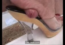 Imagen Brutal aplastamiento de polla con el pie