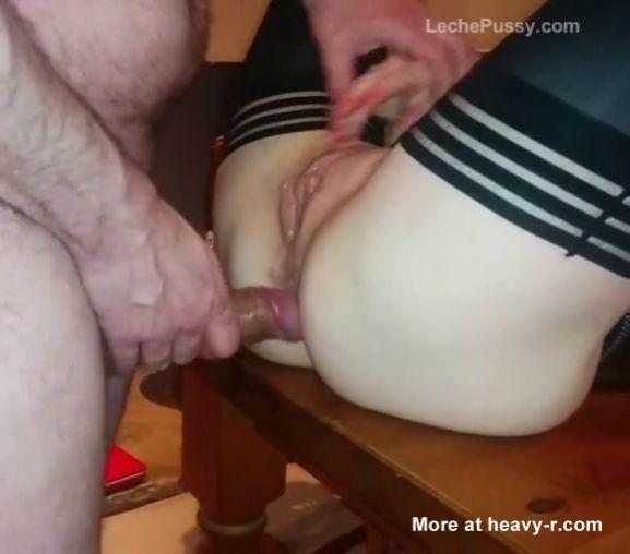 Buen anal sobre una mesa