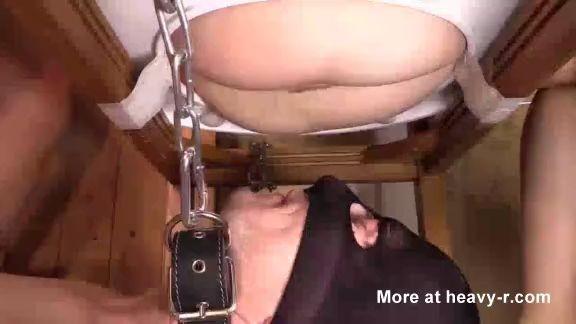 Dos chicas cagando en la boca de los esclavos