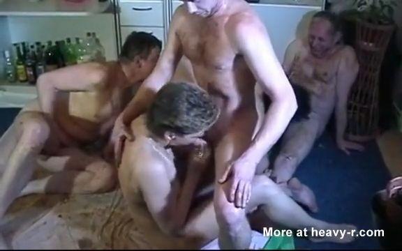 Fiesta de sexo con vómitos y cacas