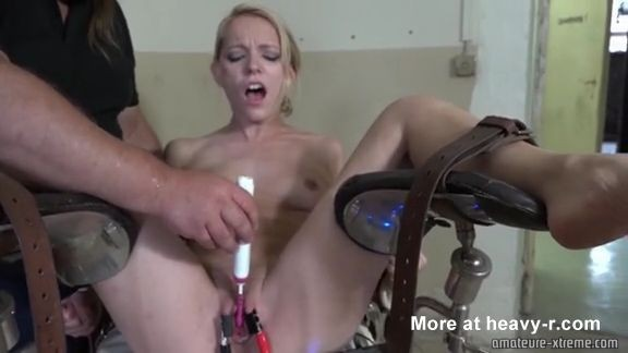 Torturas con electricidad en una camilla