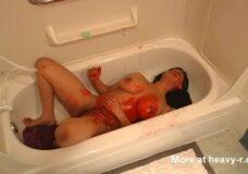 Imagen Una mujer tetona es asesinada a tiros en la ducha