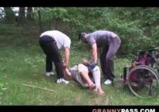 Imagen Violan a una abuela en silla de ruedas