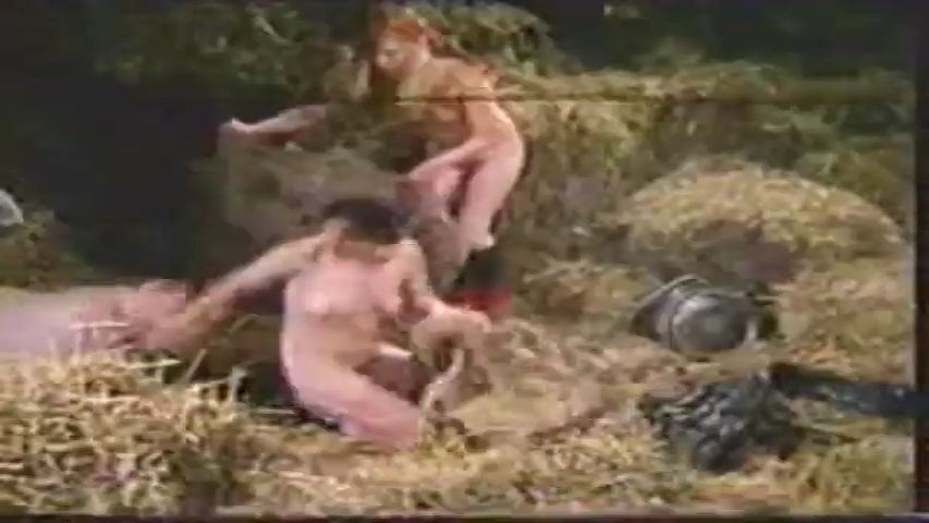 Cerdo animal y salvaje folla duro a una mujer