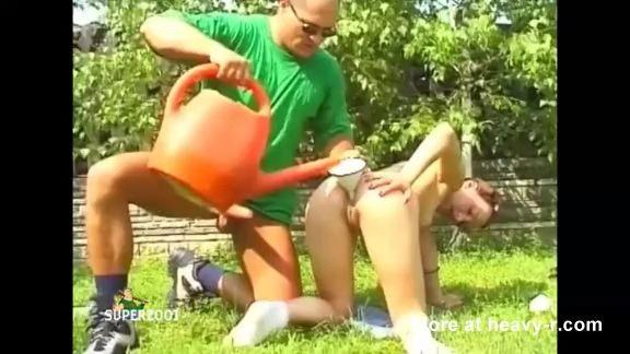 Enemas con leche en el corral