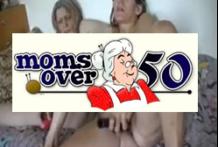 Abuelas jugando con amigas y lesbianas