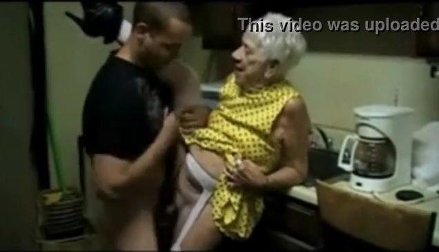 Abuelita de 90 años follada áspera