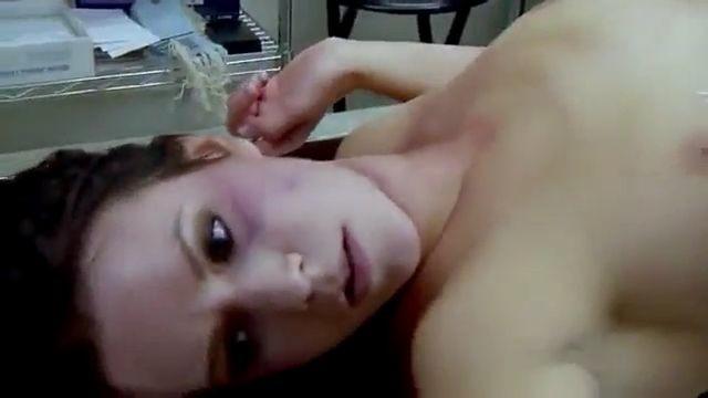 Sexo con chica adolescente muerta en la morgue