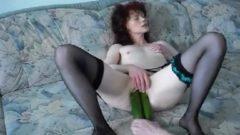 Milf Doble penetración con pepinos