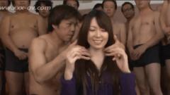 50 tíos para una chica