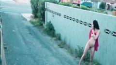 MILF cachonda se graba en una calle concurrida