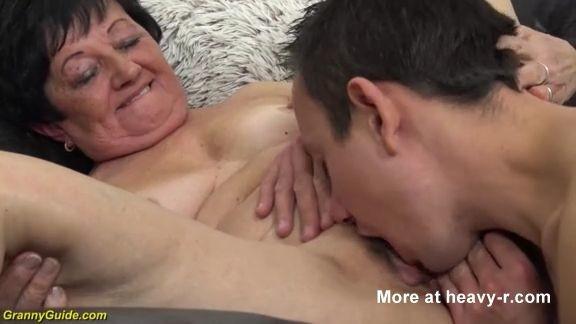 Videos X Abuelas peludas de 82 años