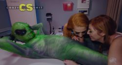 Dos chicas violadas por un Alien