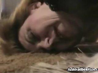 Mujer sexo bestiality con perro Zoofilia primera vez