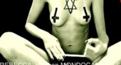 Rebecca XXX Hot quiere invocar a satanás