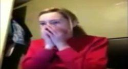 Reacción al ver a una chica follada por un perro