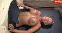Cristina Cielo es follada con puño en el gloryhole